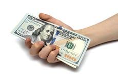 儿童的手和堆新的现金U S 美元 免版税库存照片