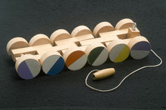儿童的手工制造下拉式木列车车箱玩具转动 免版税库存图片