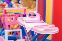 儿童的比赛的塑料铁玩具 免版税库存照片