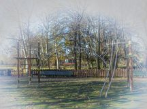 儿童的游乐场在公园 免版税库存照片