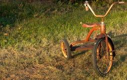 儿童的葡萄酒三轮车 库存照片