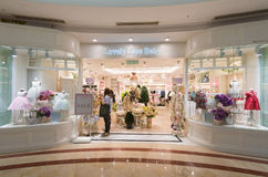 儿童的衣裳商店在Suria KLCC,吉隆坡 免版税库存照片