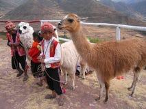 儿童秘鲁人神圣的谷 免版税库存图片