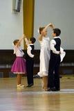 儿童等高跳舞设计剪影 免版税图库摄影