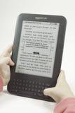 儿童藏品点燃阅读程序 免版税库存图片
