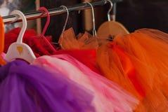 儿童裙子芭蕾舞短裙的立场 免版税图库摄影