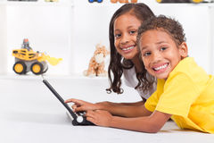 儿童计算机使用 库存照片