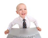 儿童计算机膝上型计算机微笑的工作 免版税库存照片
