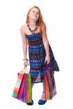 儿童购物。 疲乏的方式有购物的一点红头发人女孩 免版税库存图片