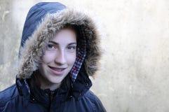 儿童走读女生微笑的星期日冬天 免版税库存图片