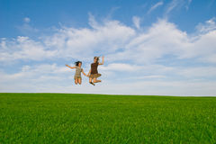 儿童跳的妇女 免版税库存照片