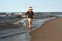 儿童运行中 免版税图库摄影