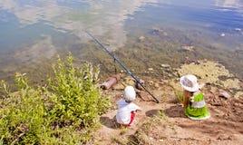 儿童钓鱼 库存图片