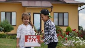 儿童锤子标志待售 库存照片