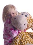 儿童长颈鹿拥抱 免版税库存图片