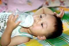 儿童饮用奶 库存图片