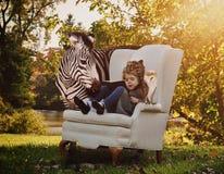 儿童读书与动物的教育书 库存照片