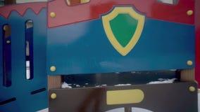 儿童` s幻灯片在围场 股票视频