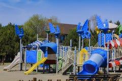 儿童` s操场在休闲和娱乐的公园 免版税库存照片