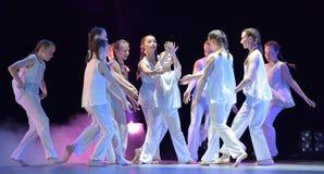 儿童` s舞蹈团展示 免版税库存照片
