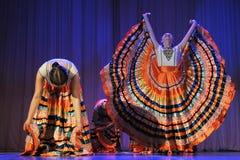 儿童` s舞蹈小组执行一个吉普赛舞蹈在一开放festiva 免版税库存照片
