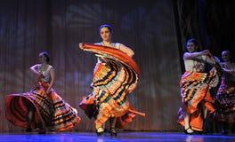儿童` s舞蹈小组执行一个吉普赛舞蹈在一开放festiva 免版税图库摄影