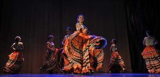 儿童` s舞蹈小组执行一个吉普赛舞蹈在一开放festiva 图库摄影