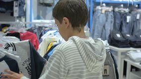 儿童` s购物 孩子的商店 股票视频