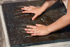 儿童handprints现有量金属 免版税库存图片