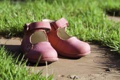 儿童s鞋子 免版税库存图片