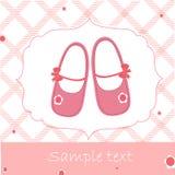 婴儿送礼会与桃红色鞋子的贺卡 免版税图库摄影