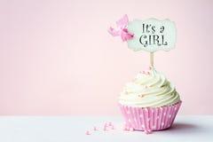 婴儿送礼会杯形蛋糕 免版税库存照片