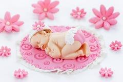婴儿送礼会蛋糕轻便短大衣方旦糖可食的桃红色婴儿送礼会婴孩gir 免版税库存照片