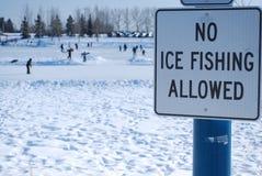 允许的钓鱼的冰没有 免版税库存照片