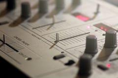 元素一个音乐DJ键盘的细节和开关 库存图片