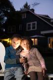 兄弟和姐妹有火炬的在万圣夜 免版税库存图片
