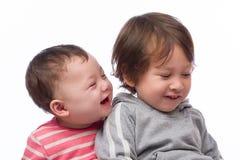 兄弟顶头纵向射击姐妹微笑诉讼 库存图片