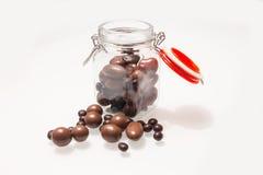 充分一个玻璃瓶子可口巧克力糖果 免版税图库摄影