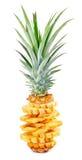 充分和与叶子的切的成熟菠萝 库存照片