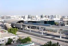 充分地自动化的地铁铁路网在迪拜 库存图片