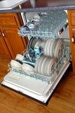 充分坏的盘洗碗机 免版税库存照片