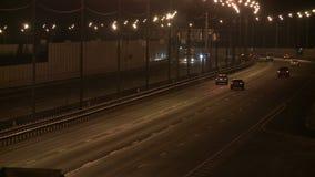 充分城市高速公路在平衡的录影的汽车 股票录像
