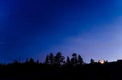 充分夜空在优胜美地的星 免版税库存照片
