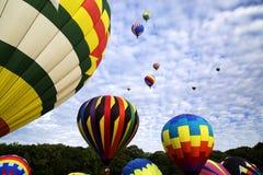 充分天空热空气气球 免版税库存图片