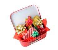充分手提箱圣诞节礼物 免版税库存照片