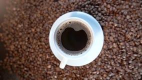 充分杯子的转动的录影黑暗的芬芳浓咖啡咖啡 影视素材