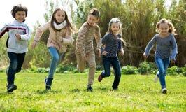充分激动的孩子能量 免版税库存照片