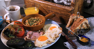 充分煮熟的英式早餐 免版税库存图片