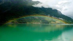 充分的彩虹在Skjolden,挪威 库存图片