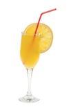 充分的玻璃查出的汁液桔子 免版税库存图片